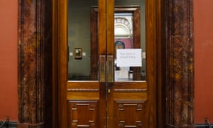 A sign informs visitors that a room is closed at the National Gallery.