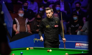 Mark Selby at the table.