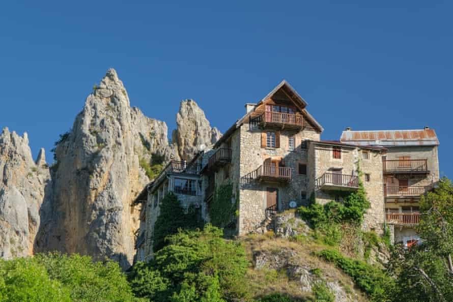 Mountainside property near the village of Péone, French Alps