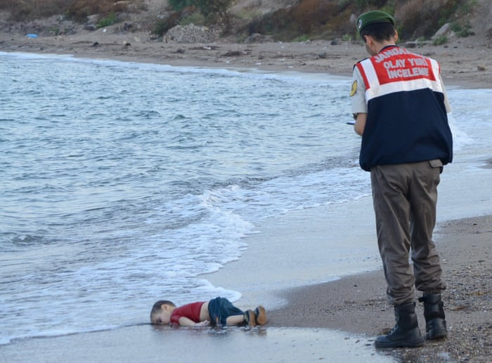 Shocking images of drowned Syrian boy show tragic plight of ...