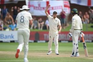 Mark Wood gets the wicket of Rabada.