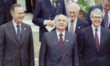 George Bush,  Mikhail Gorbachev and John Major at a 1991 G7 summit