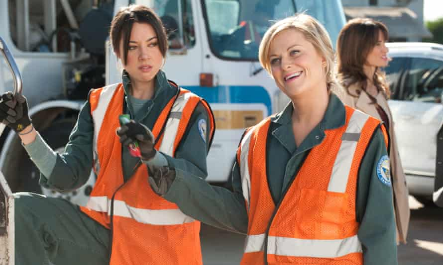 Aubrey Plaza and Amy Poehler in Parks and Recreation.