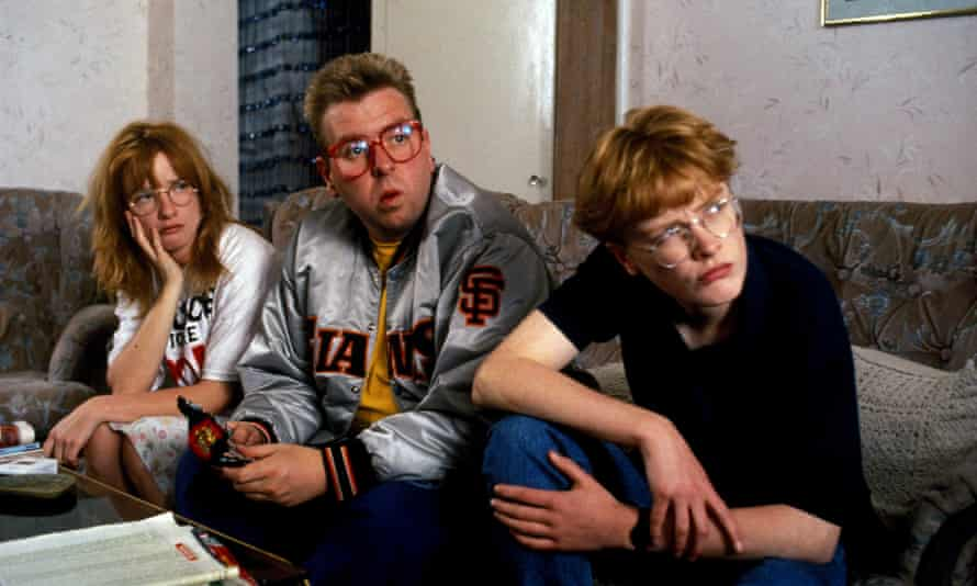Jane Horrocks, Timothy Spall and Claire Skinner in Life Is Sweet, 1991.
