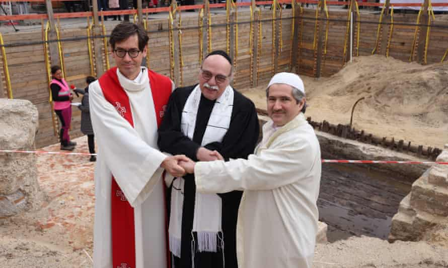 Father Gregor Hohberg, Rabbi Andreas Nachama and and Imam Kadir Sanci ar at the laying of the cornerstone for the House of One.