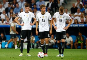 Julian Draxler, Thomas Müller and Toni Kroos look down after that goal.