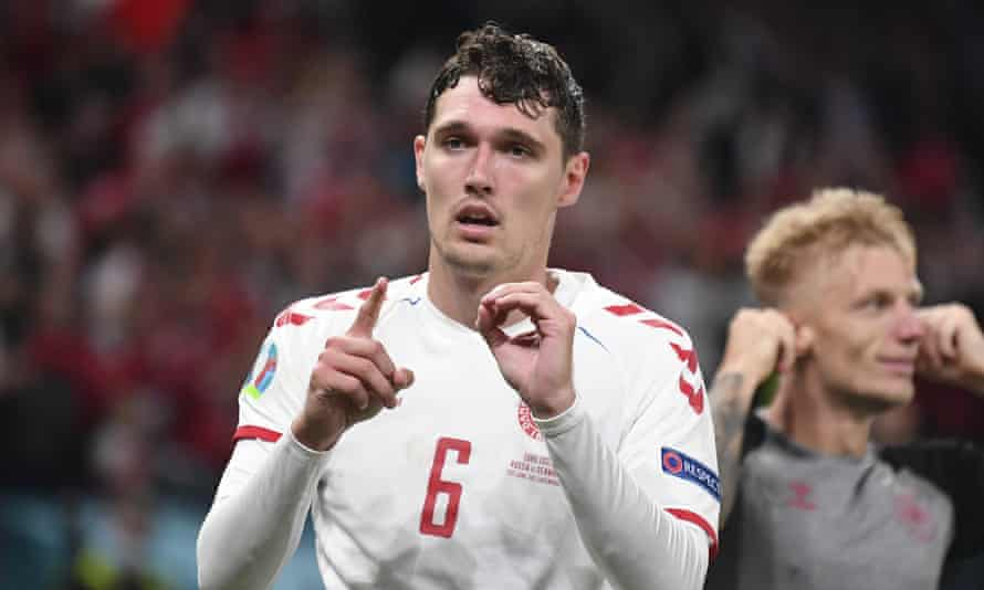 Andreas Christensen spells out 10 – Christian Eriksen's shirt number – with his hands after scoring.