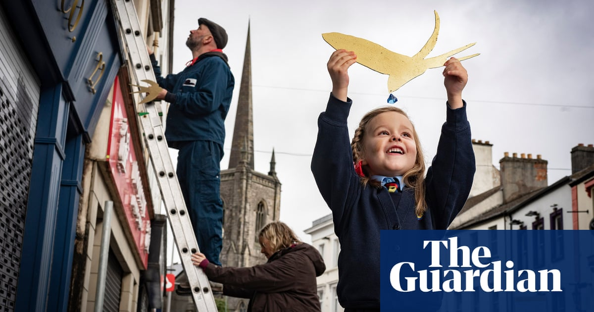 Enniskillen mounts Oscar Wilde tribute with flight of gold-leaf swallows