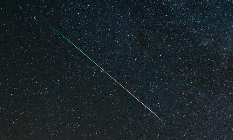 The bright streaks can also be coloured as the materials making up the meteor burn up and fluoresce.