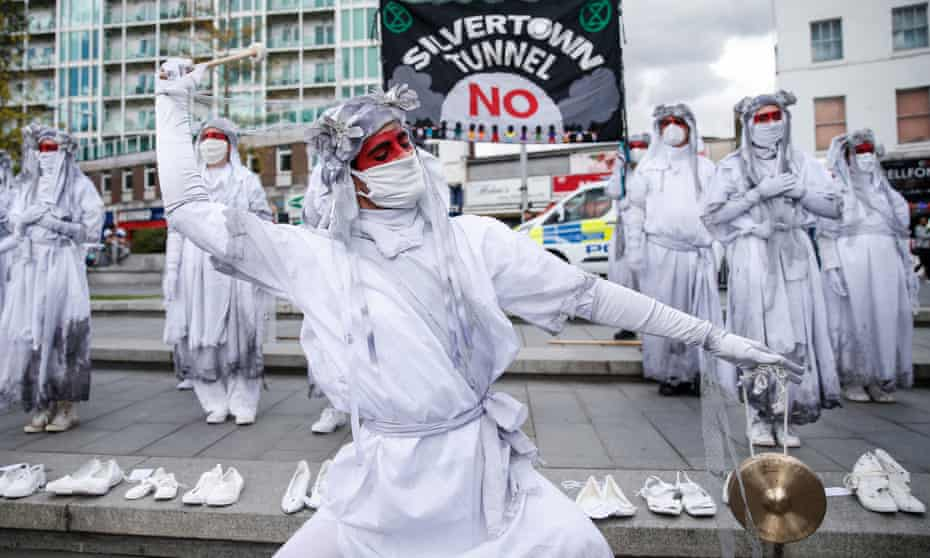 The Banshees perform in Woolwich as part of a protest against the Silvertown tunnel on 31 August 2020. The 26 shoes displayed represent the 26 people who die every day in London because of air pollution.