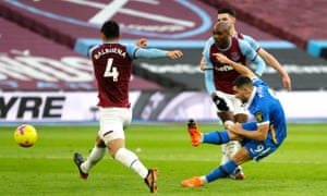 Neal Maupay of Brighton & Hove Albion scores.