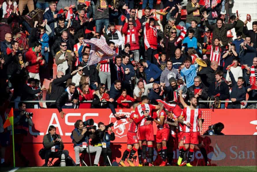 Girona players celebrate the goal scored by Cristhian Stuani.