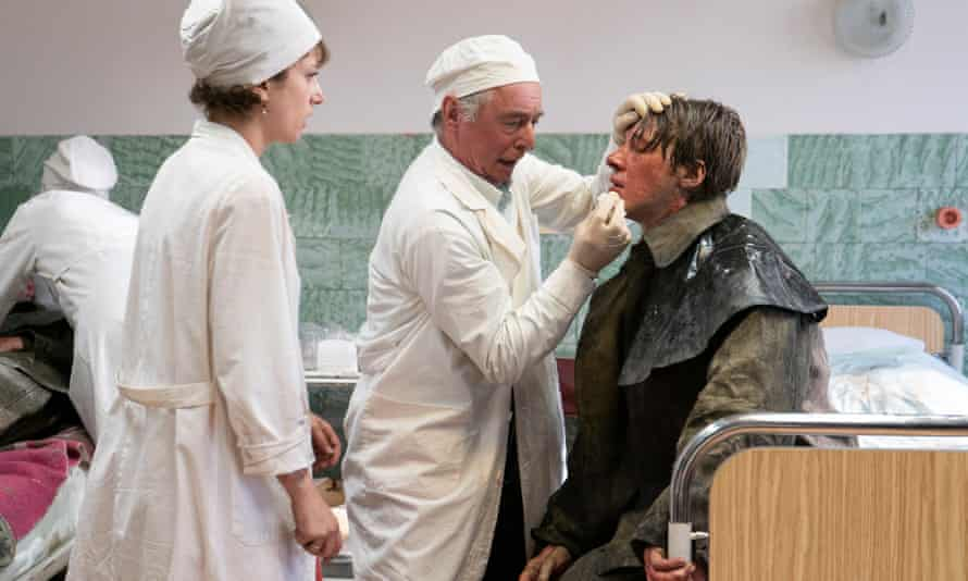 In a scene from the TV series, doctors treat casualties.