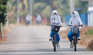 Children cycling in polluted air
