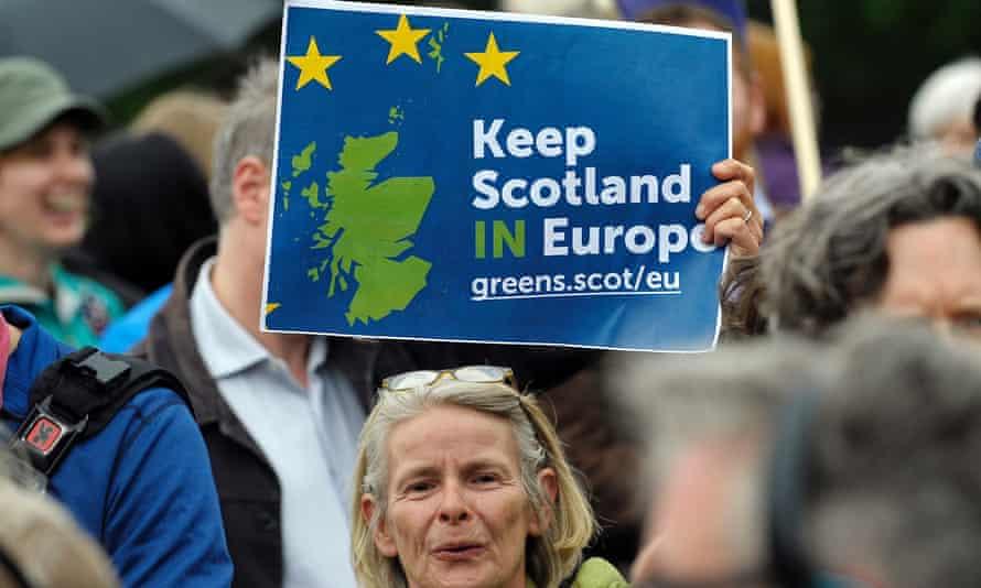 Pro EU campaigners in Edinburgh