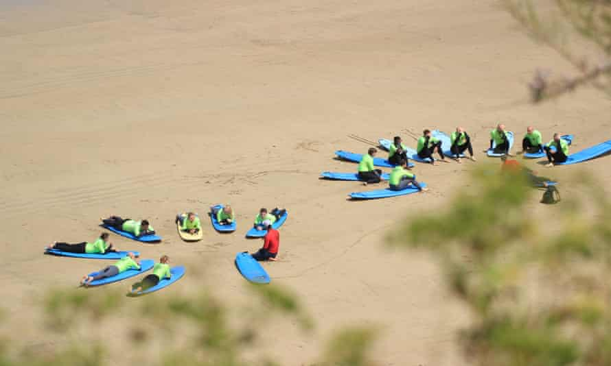 Escape Surf School lesson in progress, Cornwall, UK