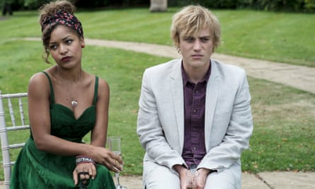 Evie (Antonia Thomas) and Dylan (Johnny Flynn) in Lovesick