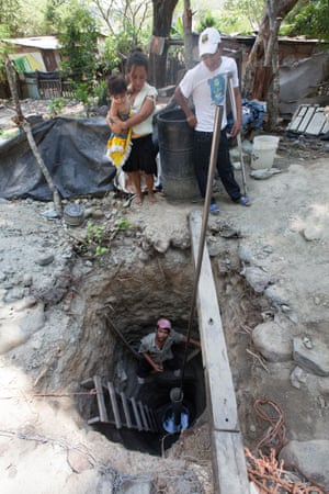 In the Rivera Hernández neighbourhood on the outskirts of San Pedro Sula, José Maradiaga digs a well in search of water after four weeks without supply