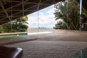 The house was built in 1963 for Helen and Paul Sheats by Lautner, and bought by Goldstein in 1972