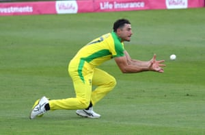Stoinis catches Malan.