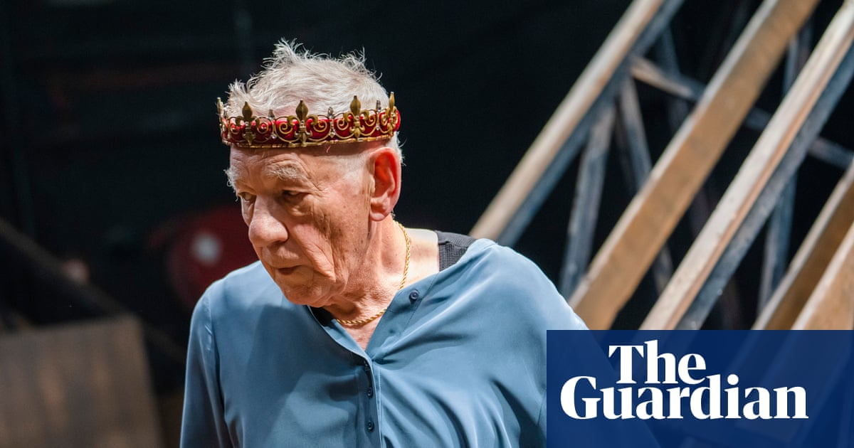 Ian McKellen's Hamlet loses two actors amid claims of bitter disagreement
