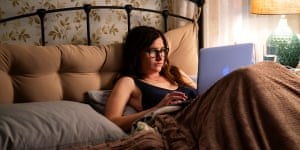 Bed Finder ... Kathryn Hahn in Mrs. Fletcher