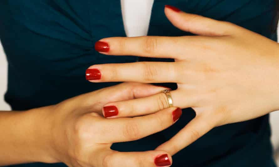Need help removing that ring? Divorce lenders are ready and willing to cover your litigation – just be prepared to pay them back using what they won for you.