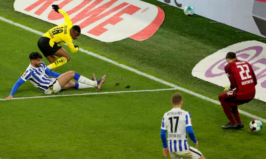 Youssoufa Moukoko seals victory for Dortmund with a fine finish.