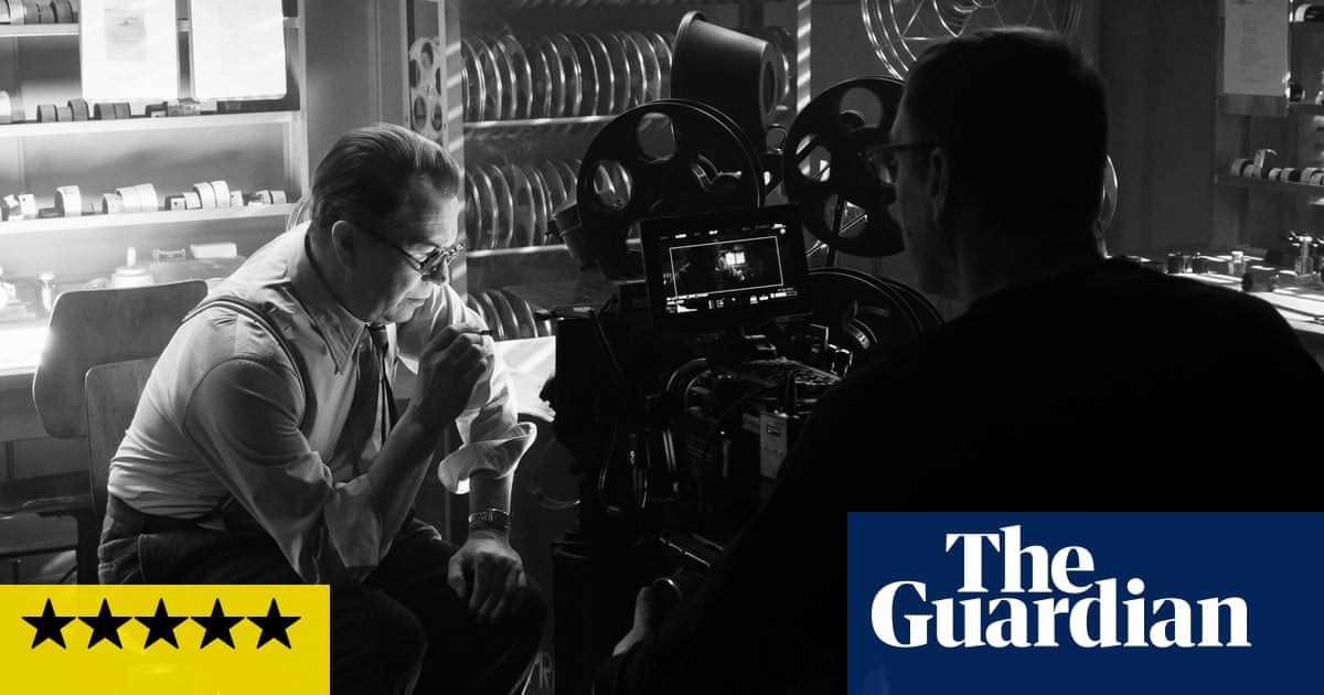 Mank review – David Fincher swooningly revisits myth of Citizen Kane