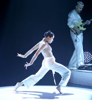 FKA Twigs performs on The Tonight Show Starring Jimmy Fallon in February 2016