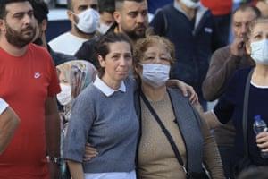 Onlookers wait for news in İzmir