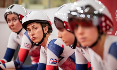 Laura Kenny and the GB women's pursuit team before their qualifying run