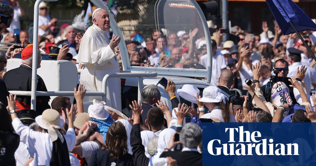 Pope makes veiled critique of Hungarian PM Viktor Orbán's anti-migration policies – video