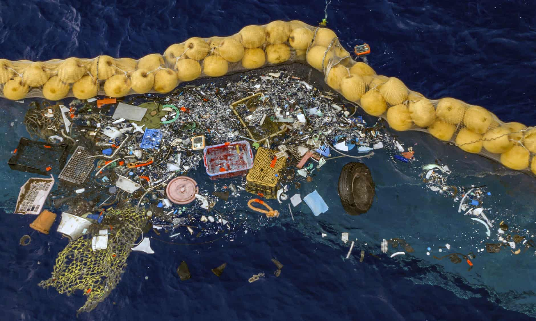 Ocean Plastic Cleanup Device Up and Running After Previous Setbacks