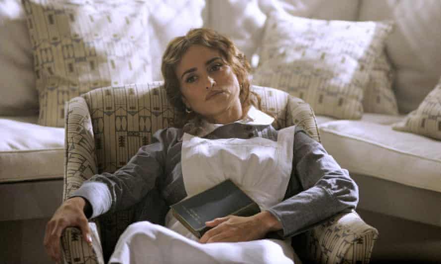 Penélope Cruz as Pilar Estravados.