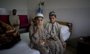 Abdul Rasheed (l), nine, and Shoaib Ahmed, 13, at a hospital in Islamabad.