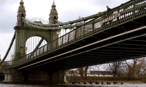 Hammersmith Bridge closed to cars after critical faults