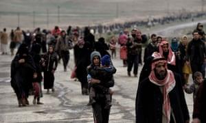 Iraqi families flee Mosul