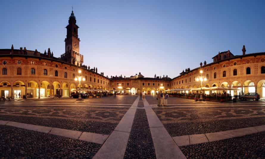 Italia, Lombardia, Viequano, Piazza Dugel