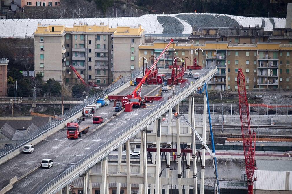 کار تخریب در پل Morandi ادامه دارد، این پل شش ماه پیش سقوط کرد و 43 نفر را کشت