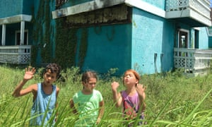 Brooklynn Price and friends in The Florida Project