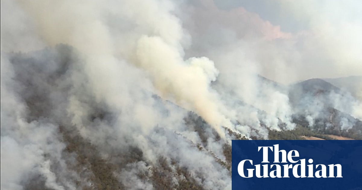 1245 - Australia fires: French Island emergency warning as firefighters try to contain 90,000ha Victorian blaze | Australia news