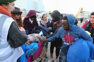 Care4Calais volunteers distribute blankets.