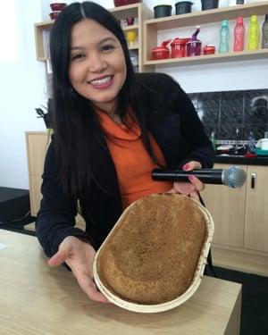 Agatha Kaneda demonstrating Tupperware in Brazil.