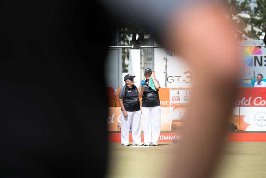 Ann Muir and Sue Curran compete in the para lawn bowls at the 2018 Commonwealth Games