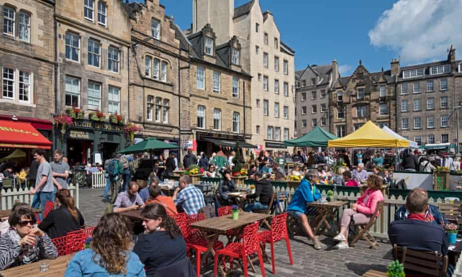 People eat outside in Edinburgh, Scotland