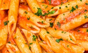 The BNF recommends 65g to 75g dry weight of pasta.