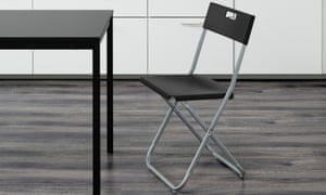 A black IKEA Gunde chair.