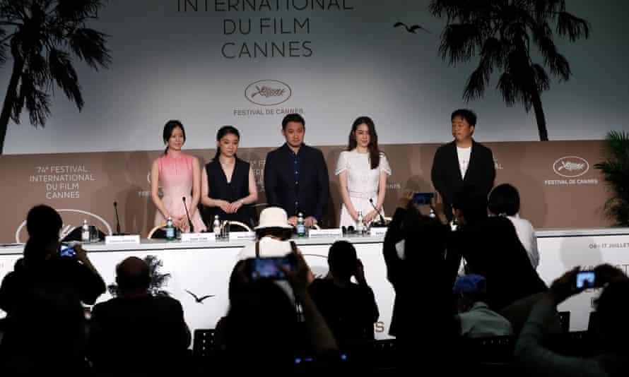 ¿Ganador de la Palma de Oro?  … Sonia Yuan, Toko Miura, Ruysuke Hamaguchi y Reika Kirishima en la prensa de Drive My Car.