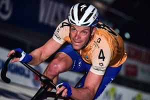 When asked for a photo by an 18-year-old fan, Iljo Keisse leant back and pretended he was having sex with her.